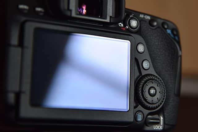 キレイに貼れた液晶モニターのフィルム