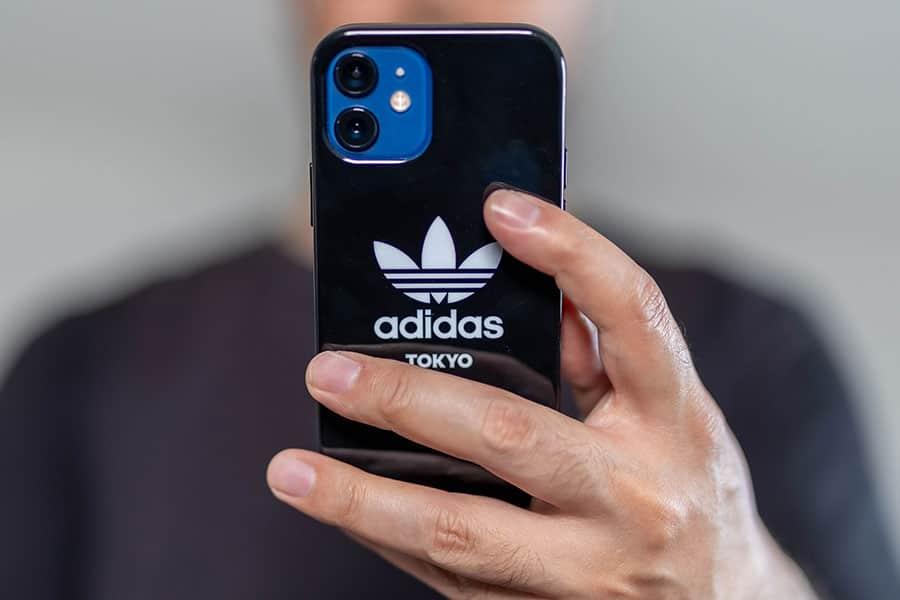 アディダス2021年春夏新作のiPhoneケース『トレフォイルスナップケース』レビュー