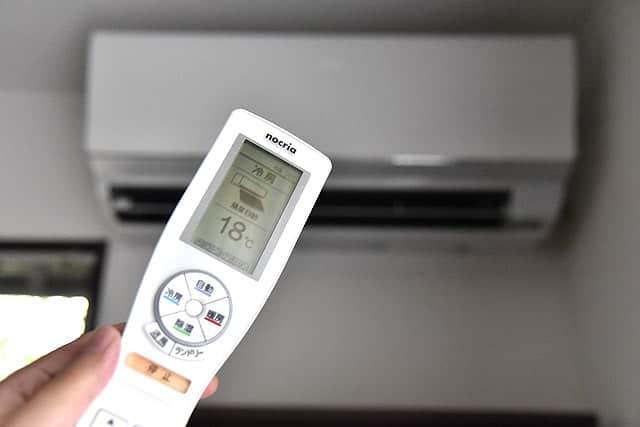 冷房18℃(最低温度)で1時間。まじでエアコンの耐え難い臭いが消えた!臭いだけならこれやっとけばOK。