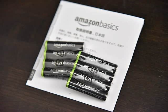 単4電池8本と取扱説明書