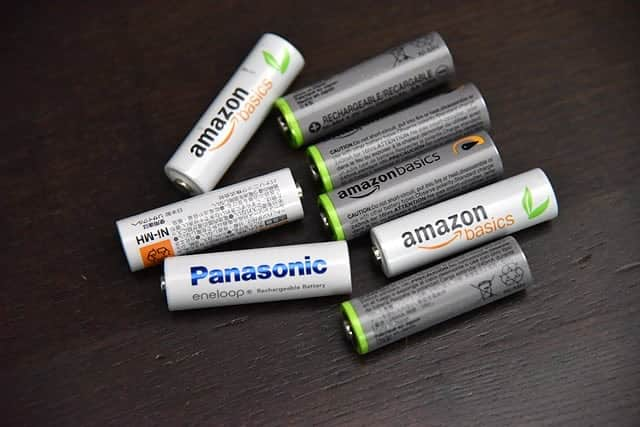 単4電池の充電式ニッケル水素電池