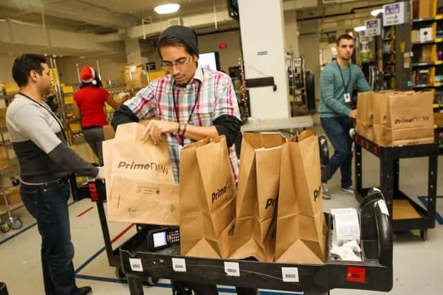 アマゾン、長期労働者に追加昇給を実施