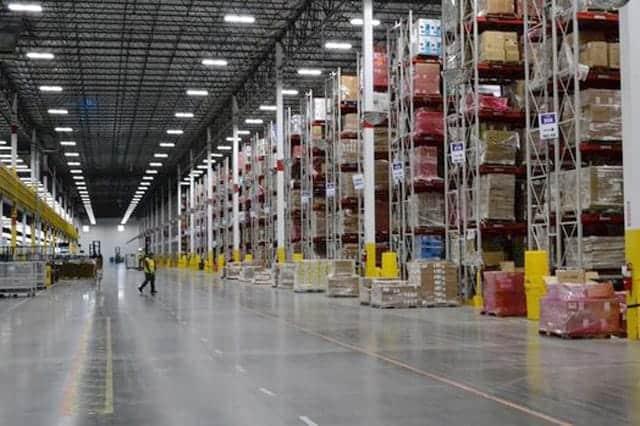 アマゾン配送センターで大型アイテムの発送を見学