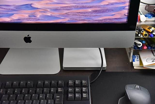 iMacを前から見るとこんなにスッキリ