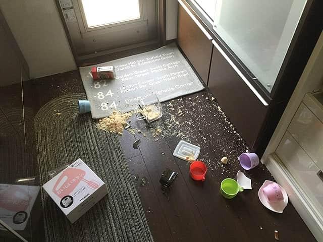地震直後のキッチン