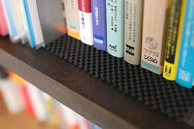 本の下にも滑り止めマット