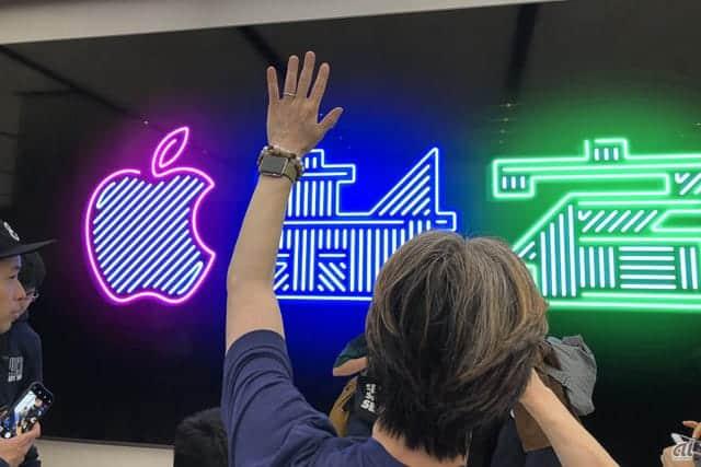 約1,000人行列、Apple 新宿 オープン