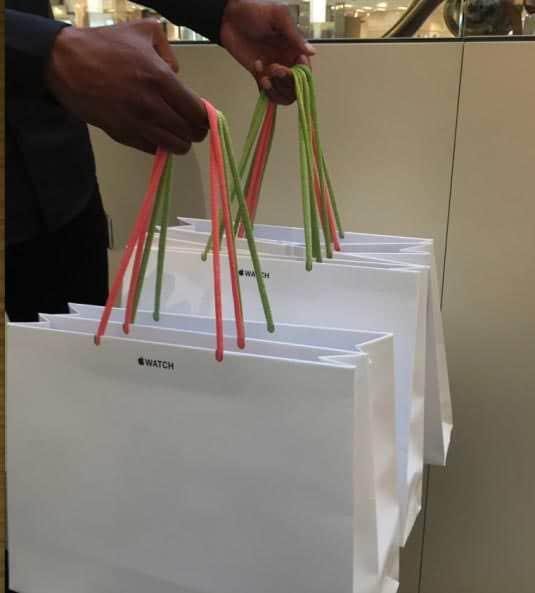 Apple Storeのバッグが4/15から再生紙バッグに