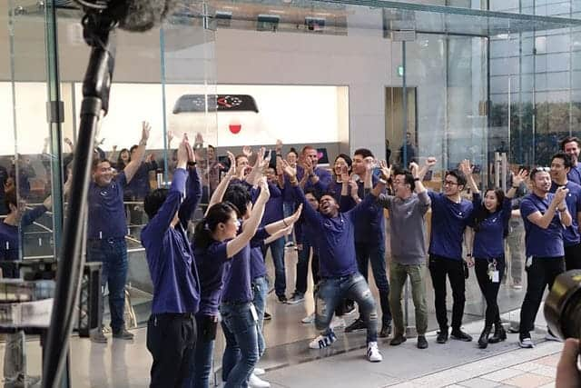 iPhone X発売~Apple表参道の様子
