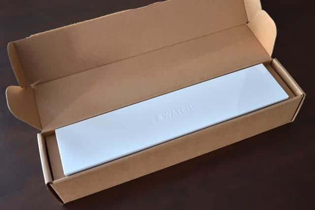 Apple Watch の白い箱が出てきた