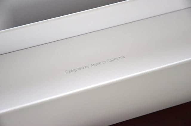 おなじみのDesigned by Apple in California