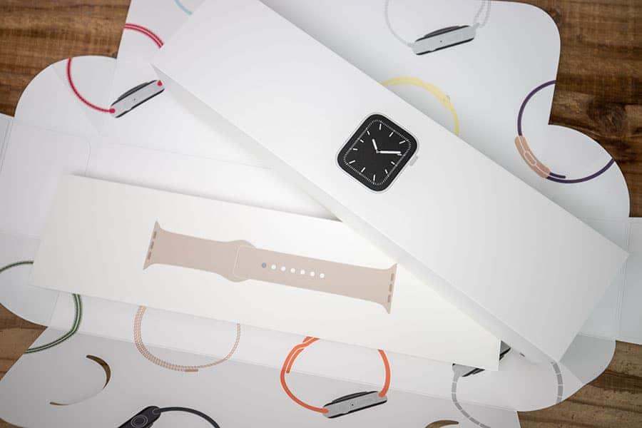 Apple Watch 本体とスポーツバンド