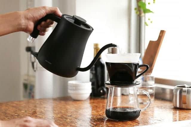 ホットコーヒーが美味しい季節。贅沢なひとり家カフェを『バルミューダ電気ケトル』でどうぞ