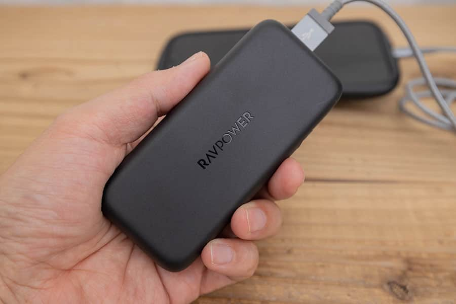 持ちやすくスマホ充電にちょうど良いPD対応10000mAhのモバイルバッテリー