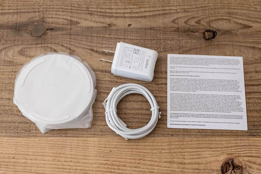 Belkin BOOST↑UP ワイヤレス充電器 WIA001 同梱物一覧