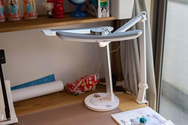 娘の机に設置したデスクライト