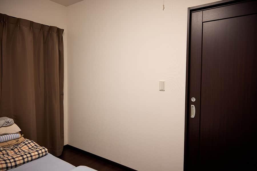 寝室の壁に投影