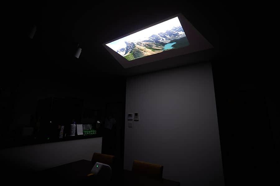 ダイニングの天井に投影