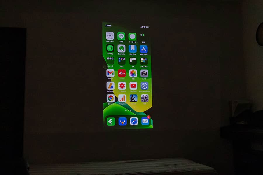 iPhoneの画面を投影してみた
