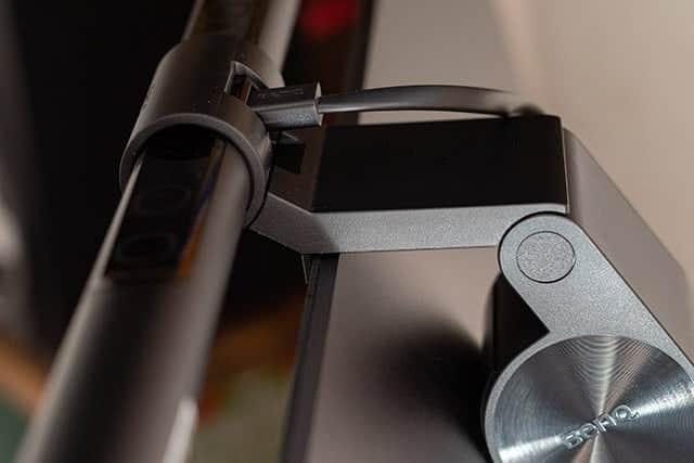 iMac Proの上に乗せたBenQのスクリーンバー