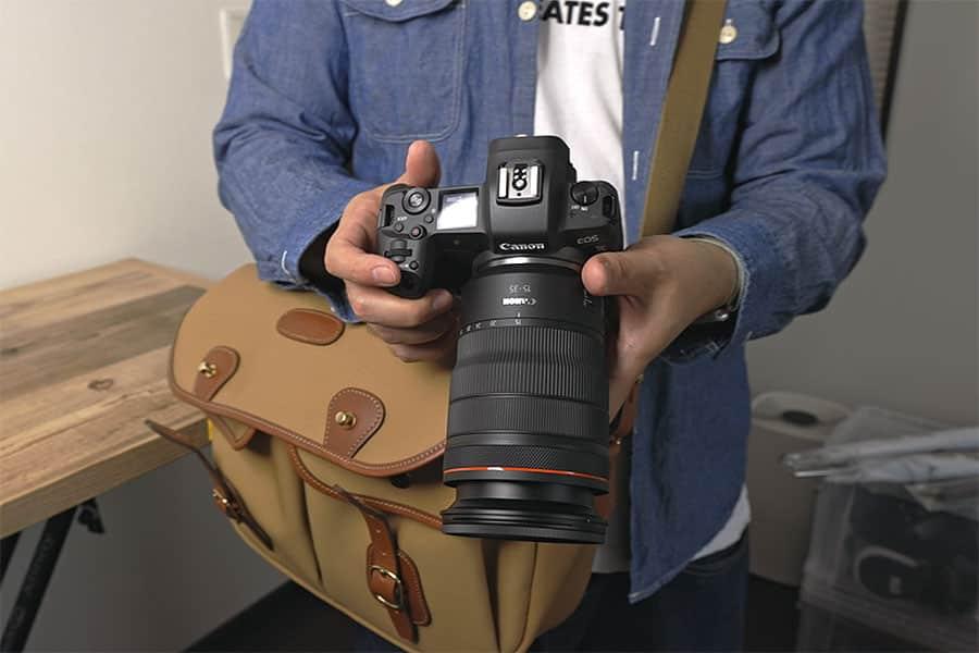 バッグを前に持ってきてカメラをどり出すのがとてもスムーズにできる