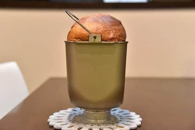 ふっくらと焼きあがったブランパン