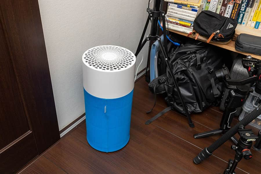 狭い部屋でも場所を取らないコンパクトな空気清浄機