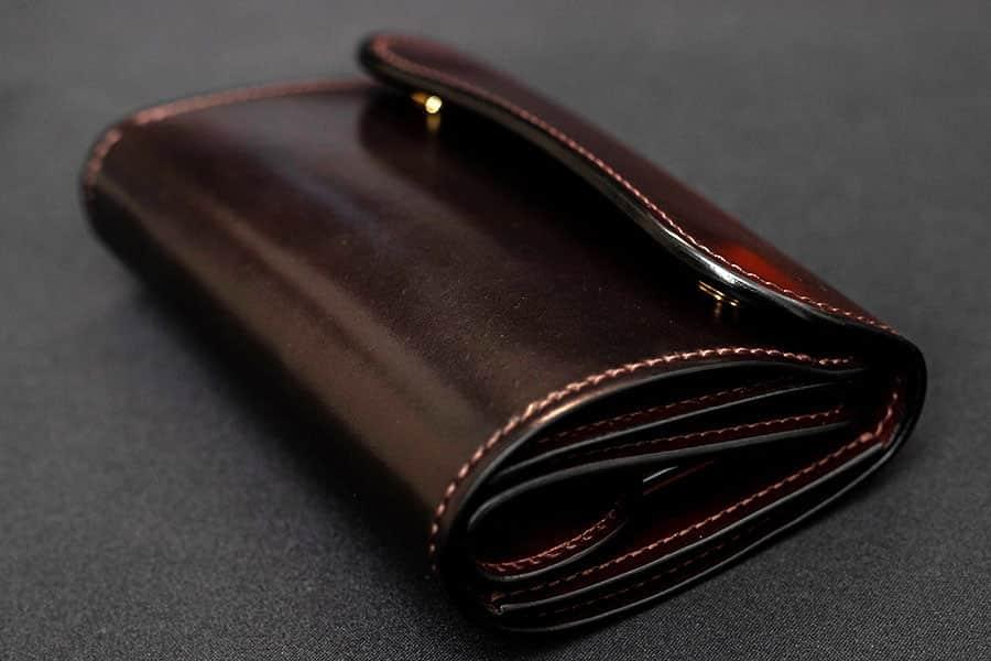 ワイルドスワンズの3つ折り財布BYRNE(バーン)シェルコードバン エイジング1日目レビュー