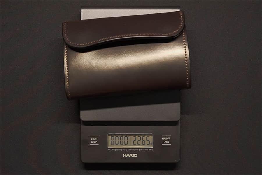 ワイルドスワンズの三つ折り財布の重さは226.5g