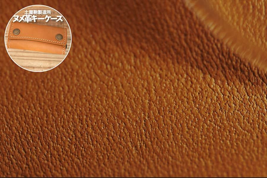 土屋鞄製造所 ヌメ革キーケースの表面 マクロレンズ