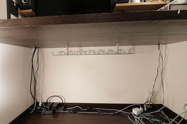 足元スッキリ!机の下のケーブルや電源タップをキレイに収納してくれるIKEAのケーブルオーガナイザー レビュー