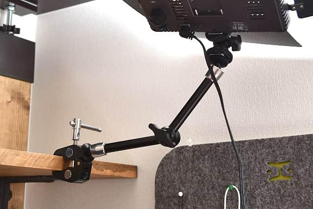 カメラや照明を簡単に固定できるマジックアームレビュー クランプと組み合わせれば自由自在