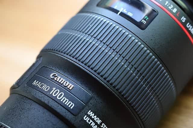 100mm f2.8L レンズのグリップ