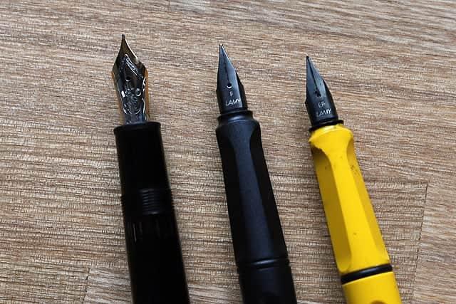 標準レンズで撮影した万年筆