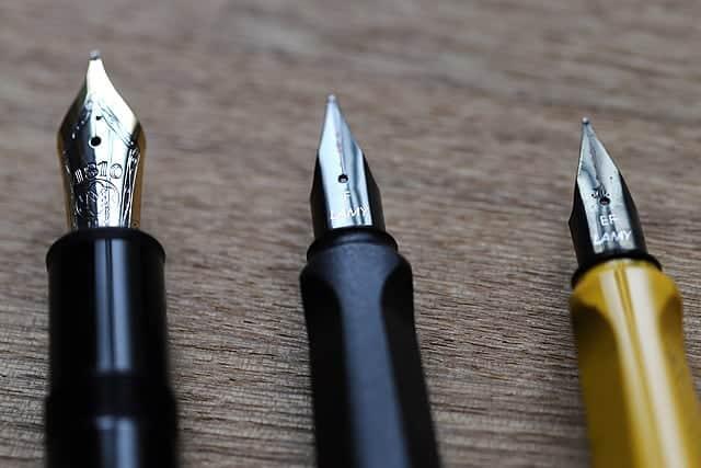 マクロレンズで万年筆のペン先を撮影