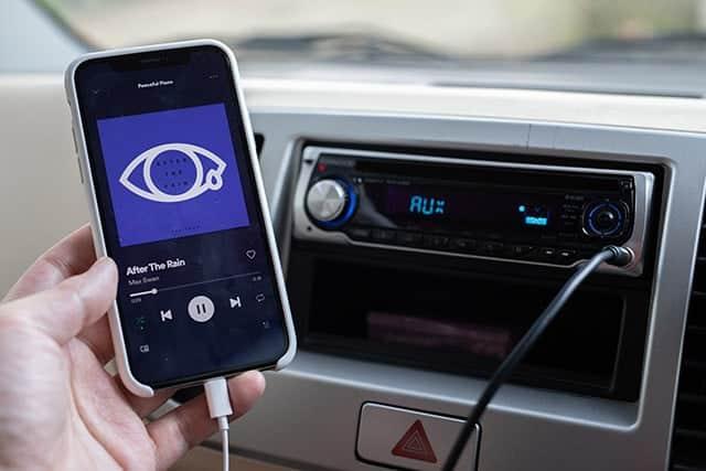 カーオーディオとiPhoneを接続するのに必要なもの ステレオミニプラグと変換プラグ