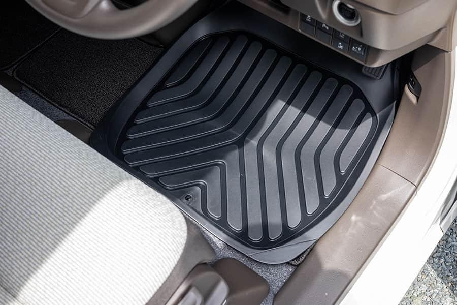2のゴム製カーマットをN-WGNの運転席に敷いてみた