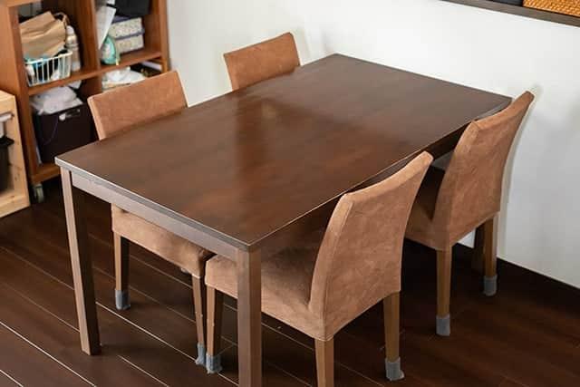ダイニングテーブルと椅子 色合いもなかなか合ってます