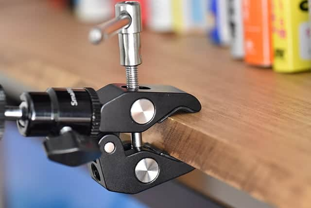 カメラを棚・棒・自転車・バイクなどいろんな所に取り付けられるおすすめのクランプマウント レビュー