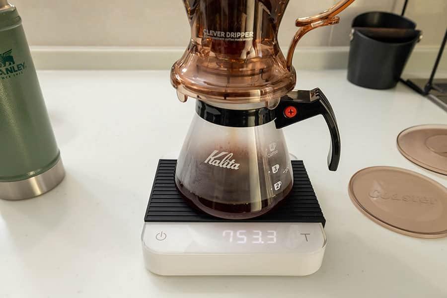 コーヒーサーバーの上に乗せるとコーヒーがドリップされます