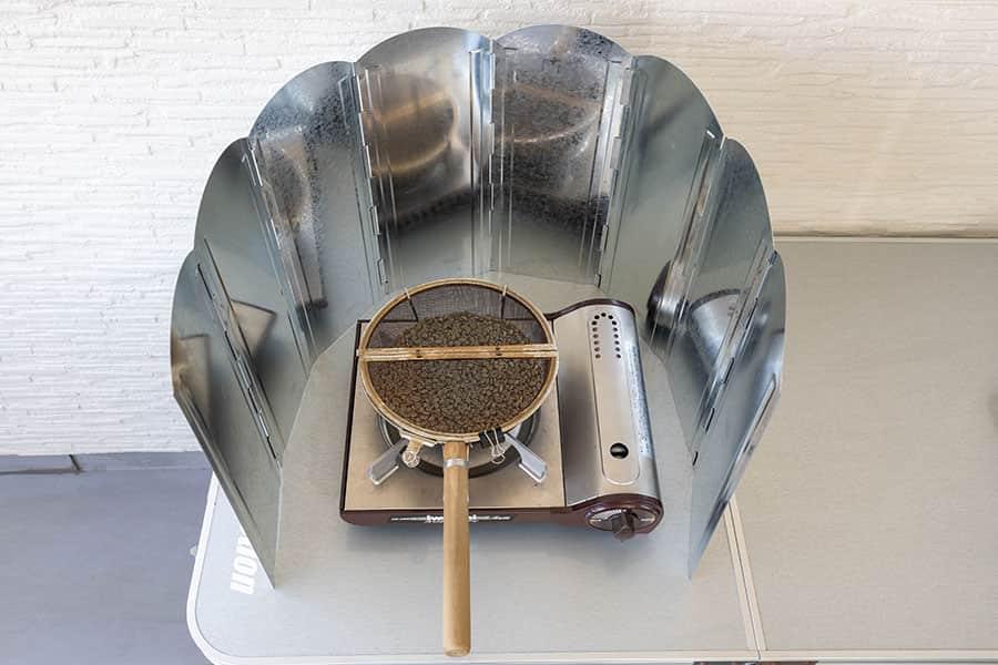 カセットコンロを屋外で使うなら風除け必須!コーヒー豆の焙煎が超安定しました