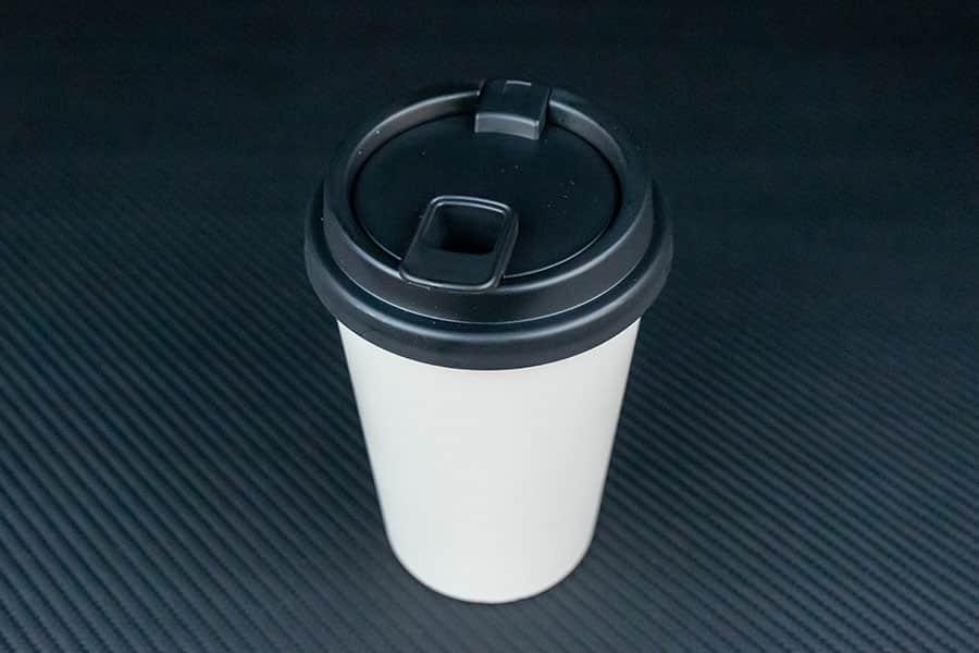 ゴミ箱とは思えないカフェのカップにそっくりなデザイン