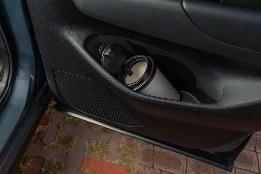 CX-5の後部座席のドアポケットに設置