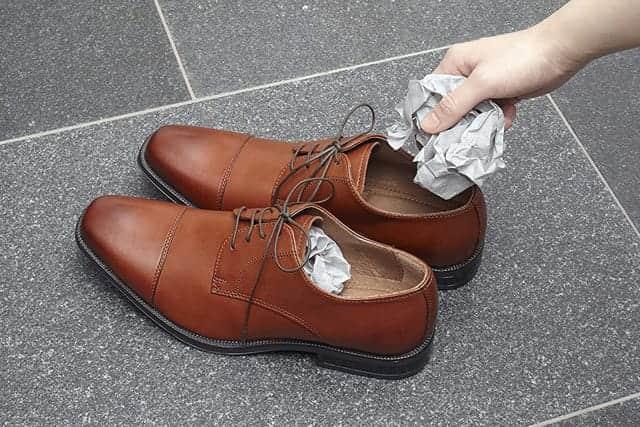 靴や生ごみ、家のくさいニオイを簡単消臭!紙タイプの脱臭炭