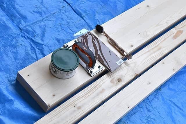 塗装時に使った工具と木材