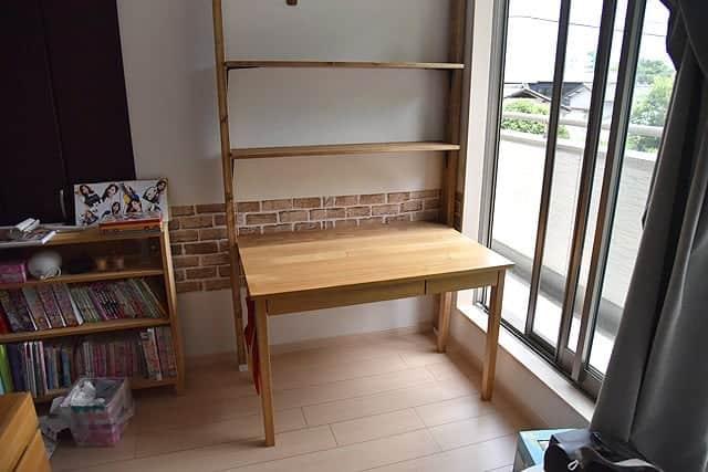 完成した机と棚、全体像。