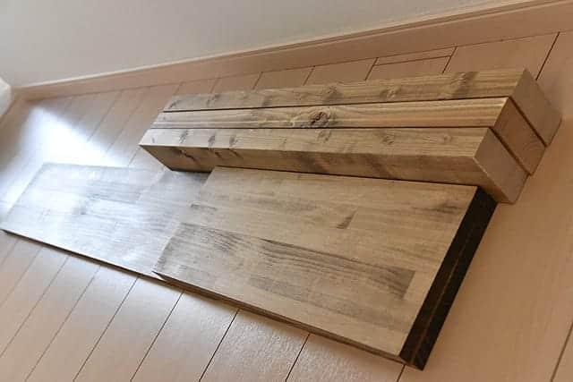 ツーバイ材の棚柱と棚板