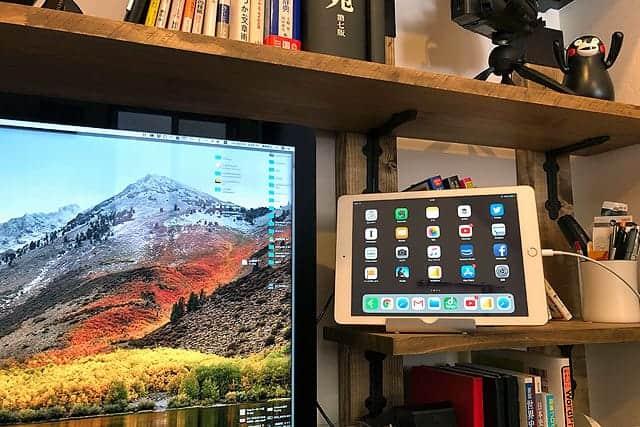 iMacのディスプレイの右側にiPadも設置できる