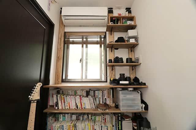 壁一面の棚製作後の写真