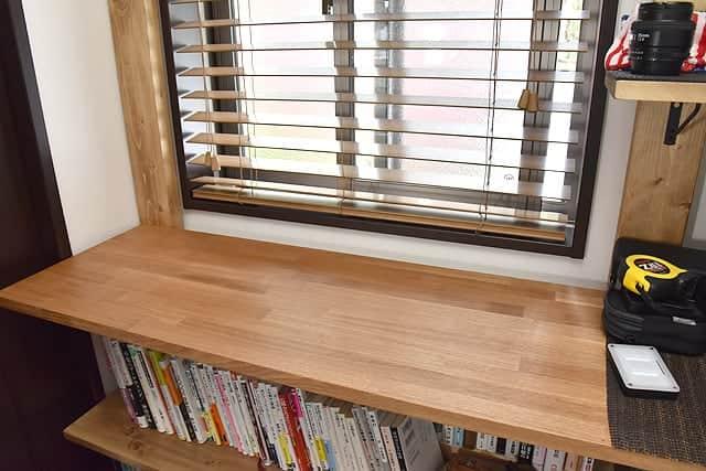 壁一面の棚&作業台をDIY!スタンディングデスクとしても使える自作シェルフが完成
